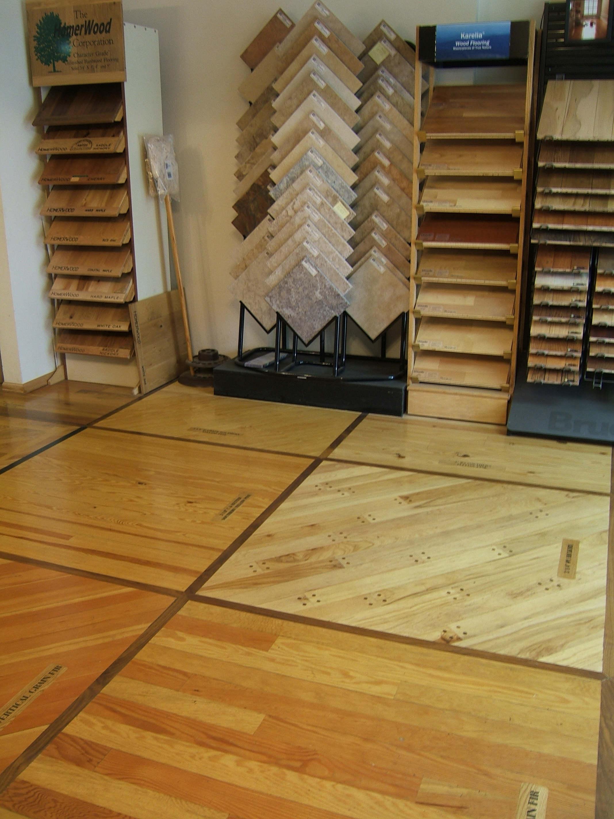 un angolo del piccolissimo negozio e showroom qui descritto